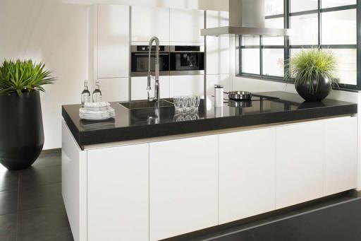 Mooie Witte Moderne Design Keuken Met Keukeneiland : Keukenstijlen ...