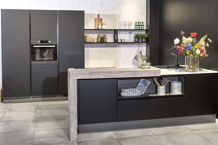 Zwarte keukens. elke stijl, opstelling, prijs.   arma