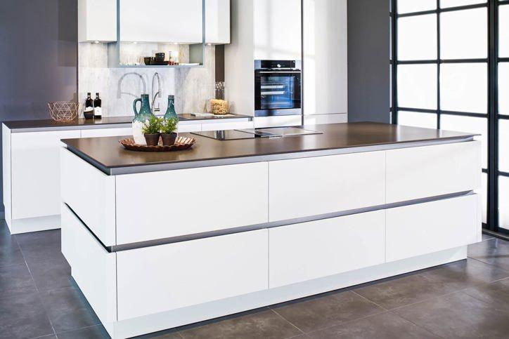 Witte keukens. ons doel: keukens met 'n 9    arma