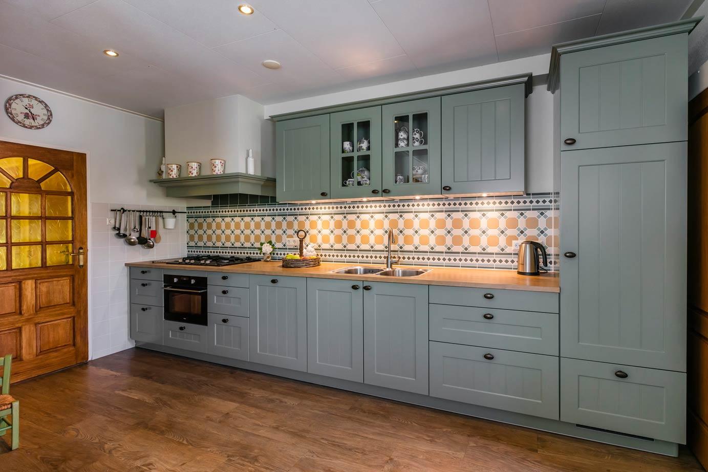 Landelijk Kleuren Keuken : Landelijke keuken met eiland in lavendel kleur keukens op maat