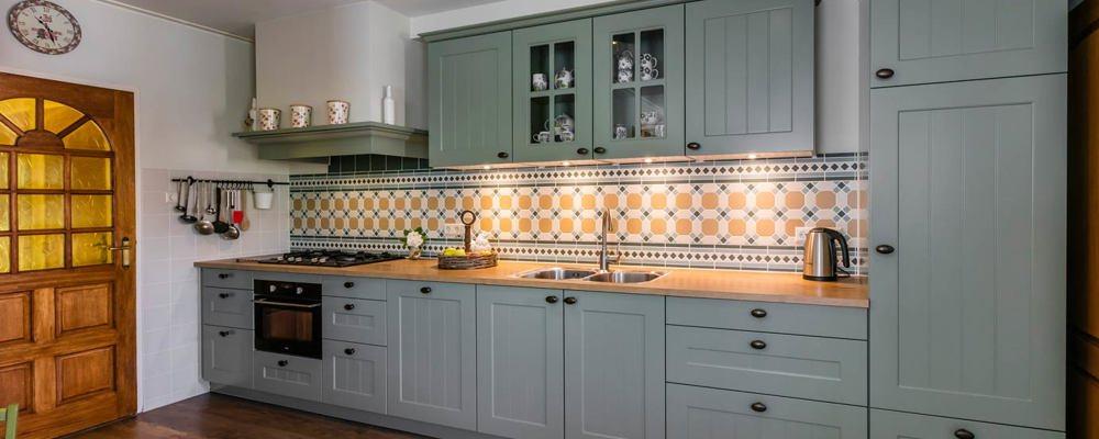 Landelijke keuken urk arma - Keuken wit en groen ...