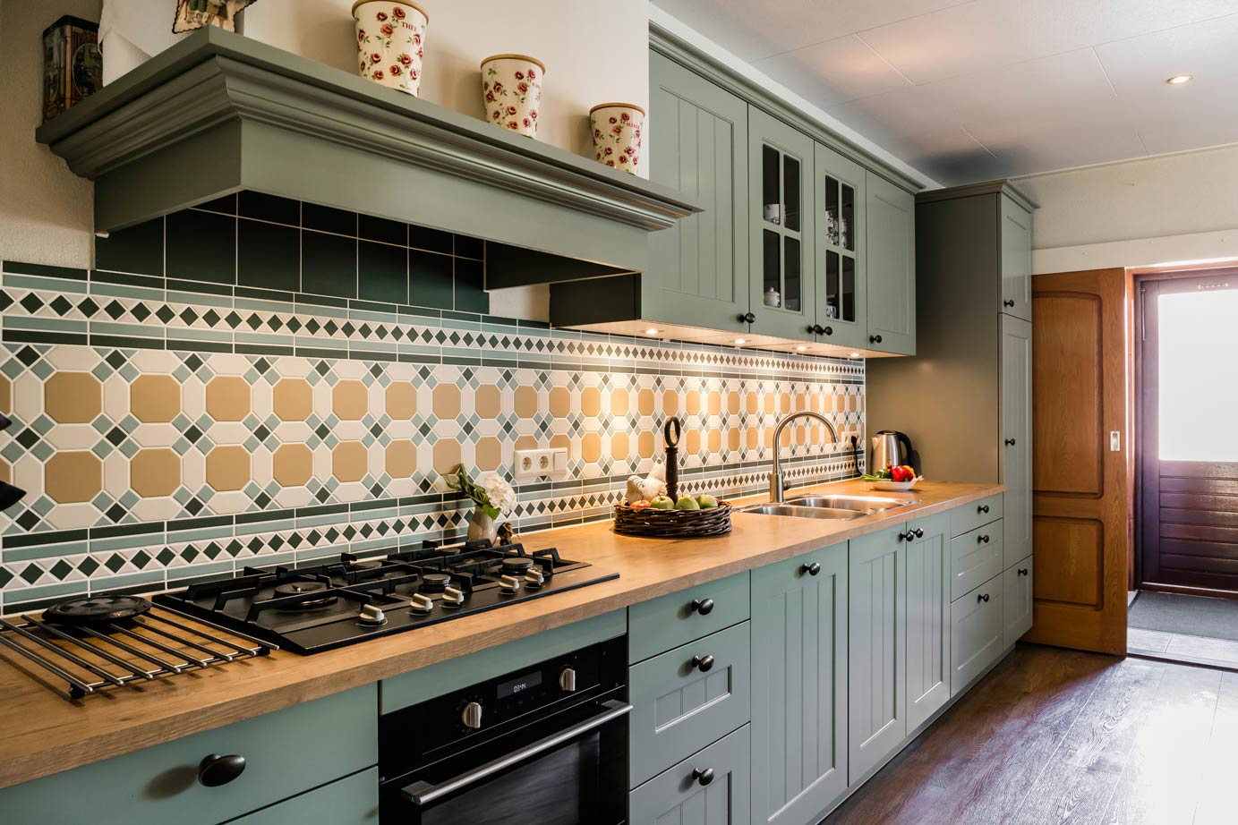 Landelijke Keuken Groen : Landelijke keuken met prachtige schouw