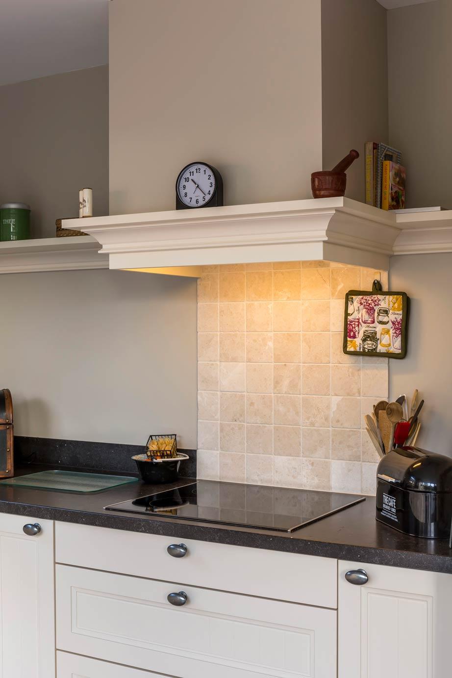 Eenvoudige Schouw Keuken : Landelijk en toch strak deze l keuken strakke gestucte schouw en