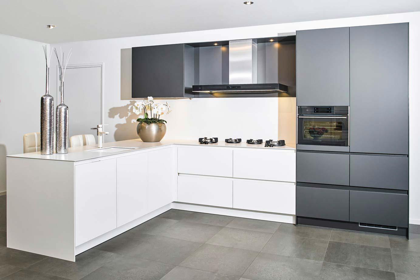 Witte Keuken Voordelen : Voordeel keukens top witte keuken met strak kookeiland van