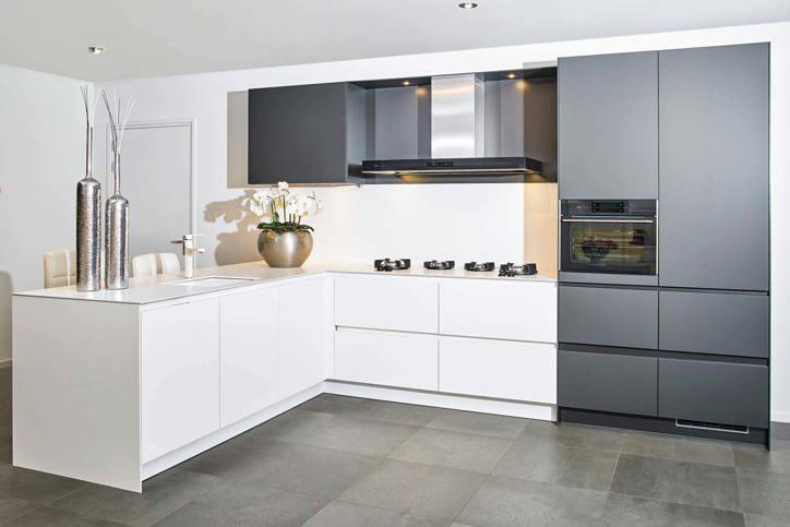 Kosten Keuken Berekenen : Voordeel keukens. top witte keuken met strak kookeiland van schuller