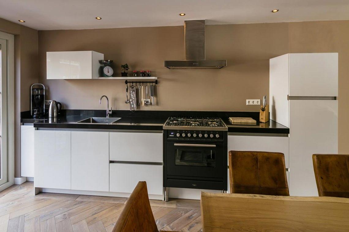 Achterwand Industrieel Keuken : De beste witte keukens in midden nederland arma